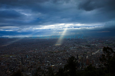 Spotlights from the sky@Monserrate-Bogotá