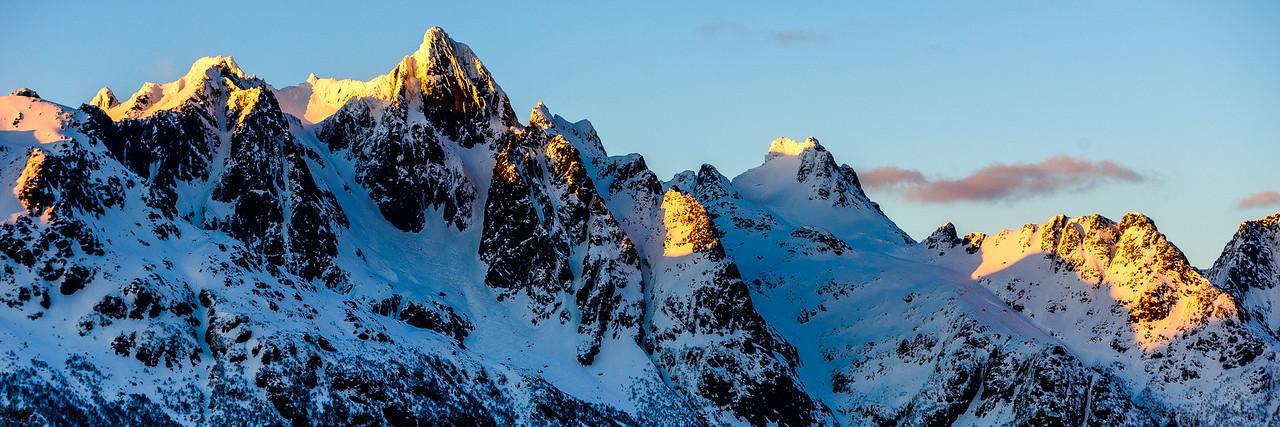 Sunlit ridge, Lofoten Islandas, Norway