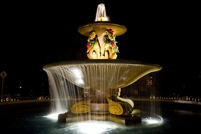 berkeley-northbrae-marin-fountain-at-the-circle-bears-2011-holiday-hats-6