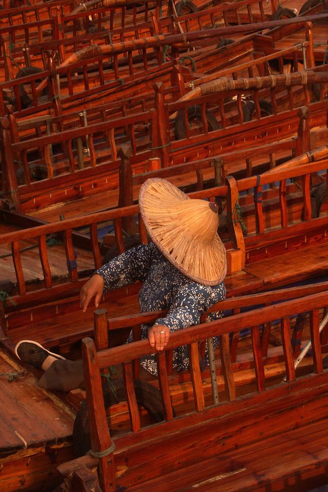 Chinese Gondolier (Tongli, 2007).