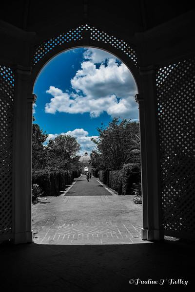 DSC_0410 Color sky - B&W arch
