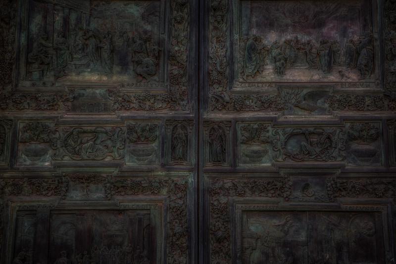 Piazza dei Miracoli door