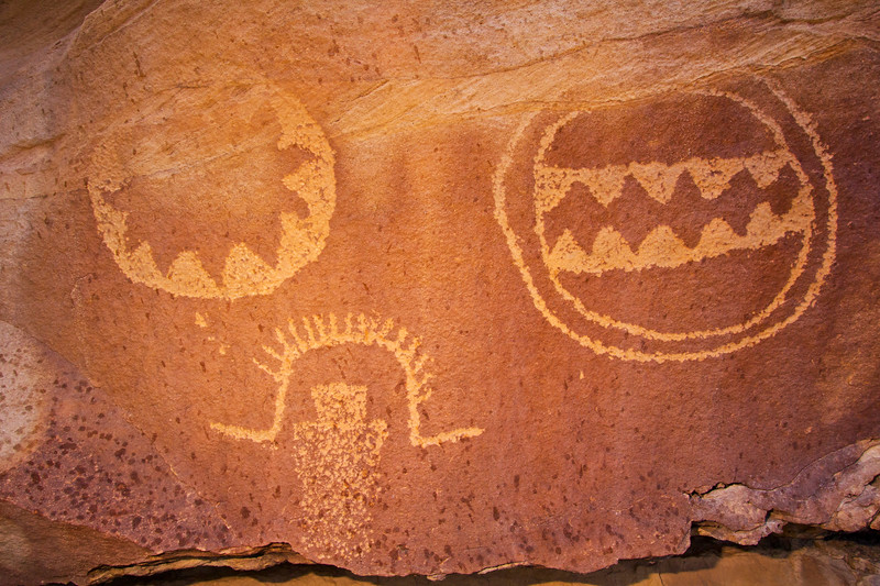 Fremont shields and anthropomorph with flared feather headdress, Utah