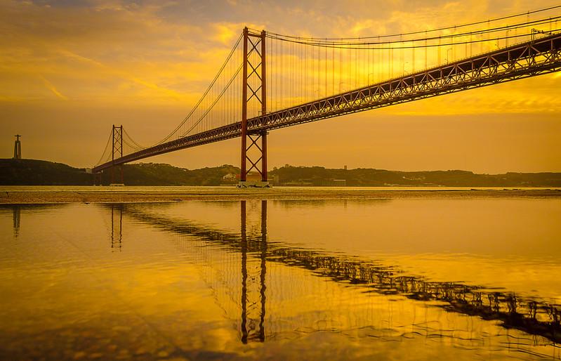 Golden Bridge Reflection Photography By Messagez com