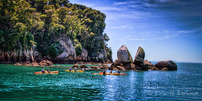 Kayakers at Split Apple Rock, Abel Tasman National Park, New Zealand