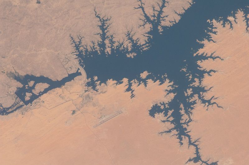 What's that structure on the Nile? The lake behind it holds 132 cubic kilometres of water. ISS over Egypt. (ANSWER: The Aswan Dam)