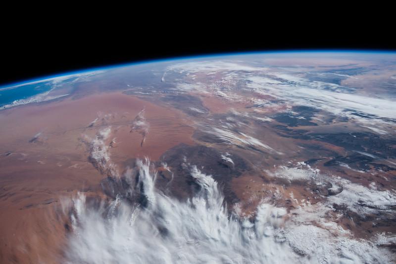 Reid Wiseman @astro_reid  Oct 30 #Earth just after #sunrise#Africa