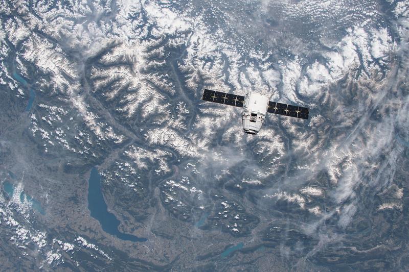 SpaceX over Lake Geneva, Switzerland