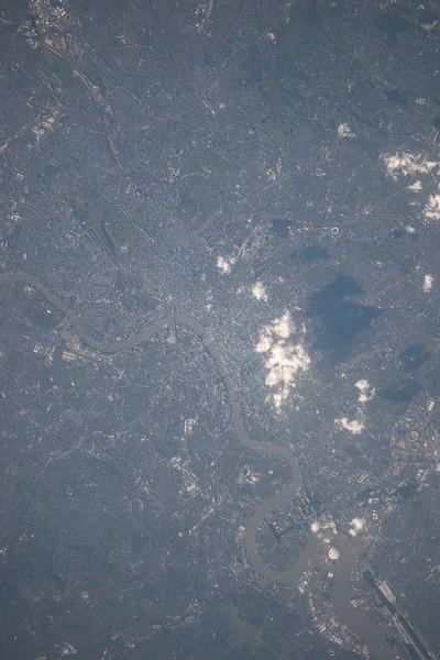 Reid Wiseman @astro_reid  Nov 4 Unusually clear afternoon in #London #England