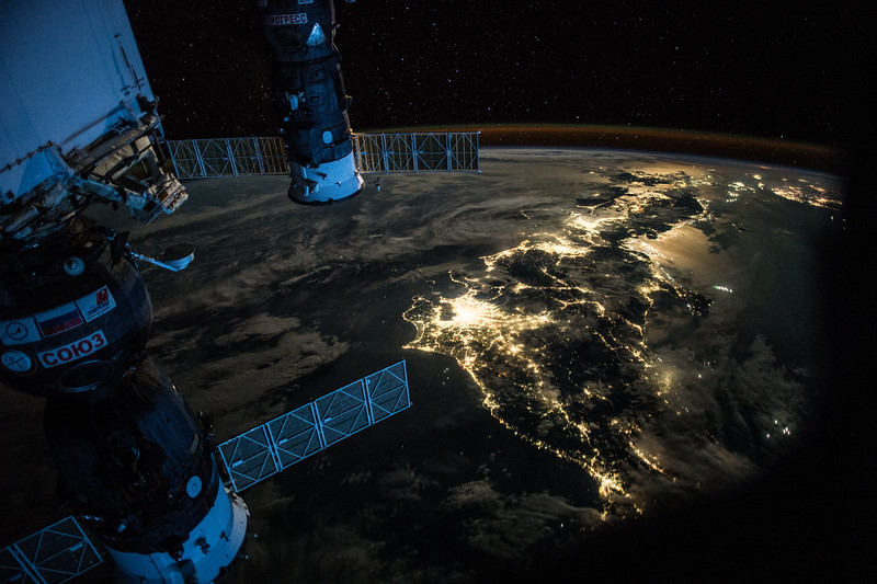 Goodevening #Japan. Showing @Astro_Kimiya how to take pictures of #Earth at night. #YearInSpace