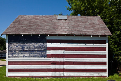 Flag Painted Garage Lakota IA_2177