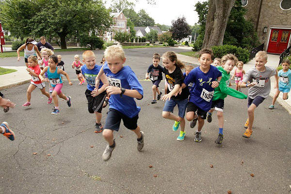 The 300-meter kids run begins at the APC 3-Century Soaker 5K, held to commemorate the 300th anniversary of the Abington Presbyterian<br /> Church.