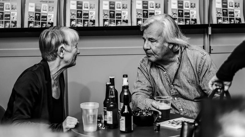 Jan Guillou i samtale med en forlagsrepræsentant
