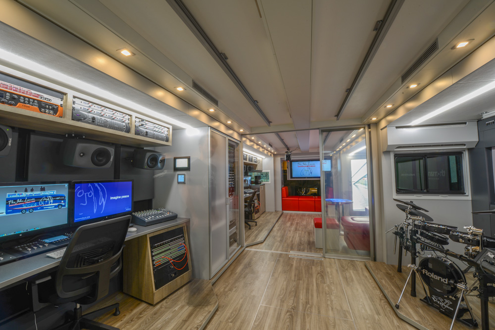 Lennon Bus Europe - Rear Studio