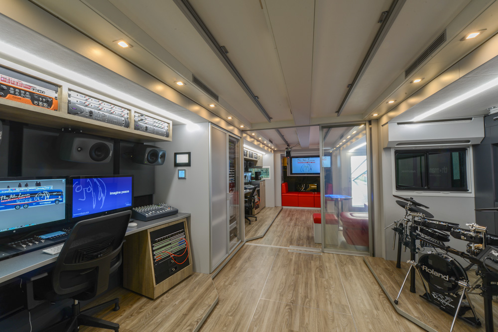 Lennon Bus Europe - Rear Studio