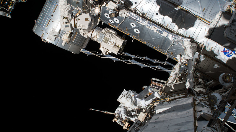 iss053e119675