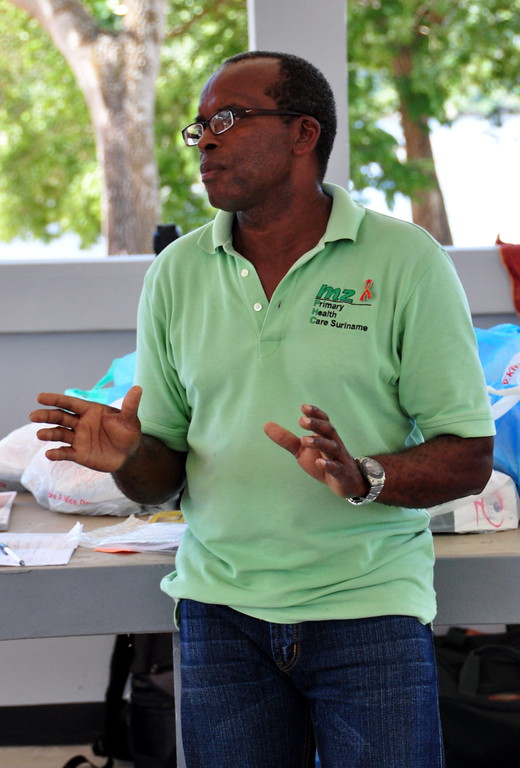Volunteers along the Upper Suriname River organized an HIV/AIDS awareness and condom distribution session for boatmen in Atjoni.