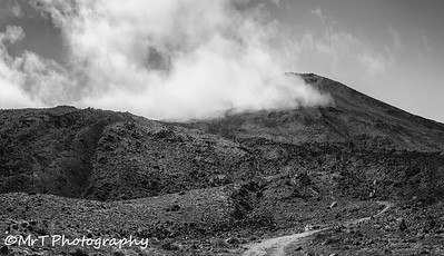 Pasth to the Devil's Staircase Tongariro Crossing