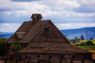 Old barn near Thorp, Washington