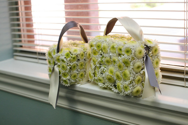 okay, my first attempt at making a daisy mum purse for the kids. Let me tell you, it was horrible! Cute but logistically it didn't work for the kids! I know the problem now so next time, it'll be cuter!
