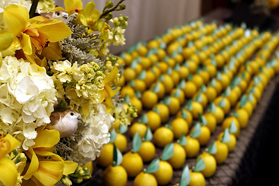 lemon place cards! CUTE!