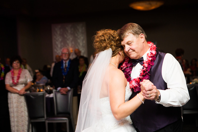 Wedding reception at Giovanni's in Rockford. Wedding photographer – Ryan Davis Photography – Rockford, Illinois.