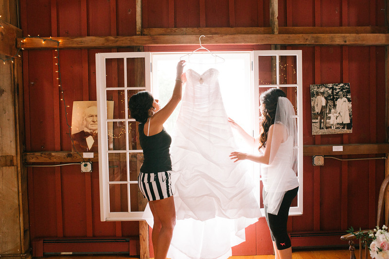 Preparations and Pre-Ceremony photography at McEachran Homestead Winery in Caledonia, IL before an outdoor summer wedding. Wedding photographer – Ryan Davis Photography – Rockford, Illinois.