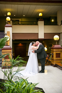 Kristen & Dennis' wedding day at Embassy Suites in Lexington, KY 5.14.16.  © 2016 Love & Lenses Photography/ Becky Flanery   www.loveandlenses.photography