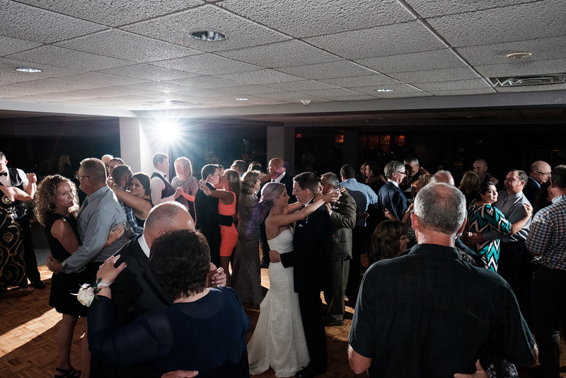 Sarah & Bryan's summer wedding at Willow Creek Presbyterian church Mauh-Nah-Tee-See Country Club in Rockford, IL.