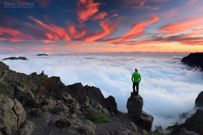 Atardecer sobre las cumbres de La Isla de La Palma. Canarias