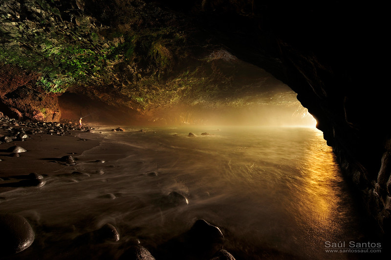 Atardecer desde dentro de La Cueva Bonia, Tijarafe, Isla de La Palma.