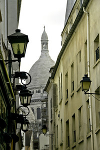 Lamps Leading to the Sacré-Cœur
