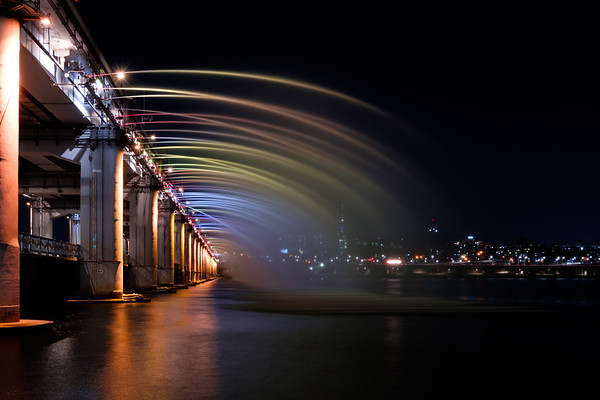 Banpo Bridge Rainbow Fountain (반포대교 달빛무지개분수) - Seoul, South Korea 2018