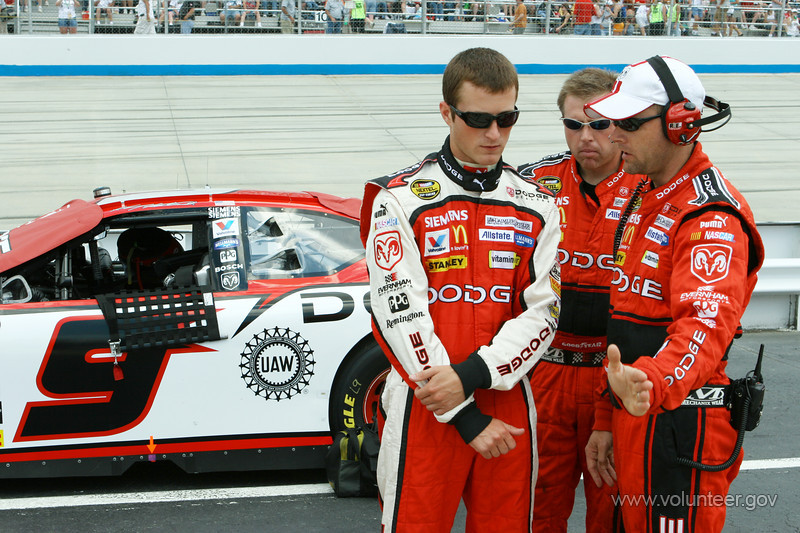 Kasey Kahne, NASCAR driver, discusses race strategy with his crew prior to the Neighborhood Excellence 400 at Dover International Speedway on Sunday, June 4, 2006. (Dover, DE)