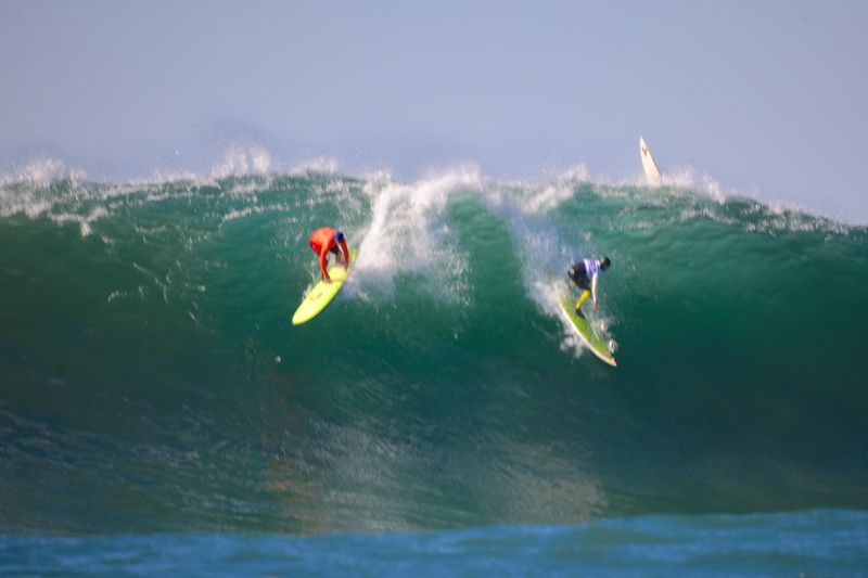 Mark Healey (left) and Nathan Fletcher (right) going opposite ways in the semi-finals.