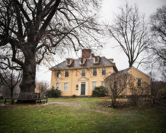 Landmarks of the American Revolution: Buckman Tavern, c. 1690, Lexington Battle Green, Lexington, Middlesex County, Massachusetts  Click to read the article on Colonial era taverns on the History Trekker