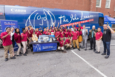 2016_09_27_New_York_NY_Urban_Assembly_Academy_for_Future_Leaders, giveaway, Brian, Yamaha, Canon, Peace sign, students, Bus, Bus exterior,