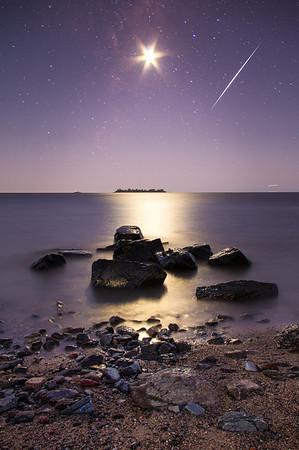 Fefo Bouvier - Iridium Flare, Moon and Milky Way