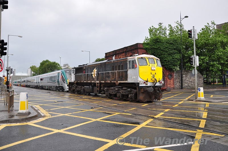 082 crosses the busy East Wall Road with units 22010 + 22011. Tues 21.08.12