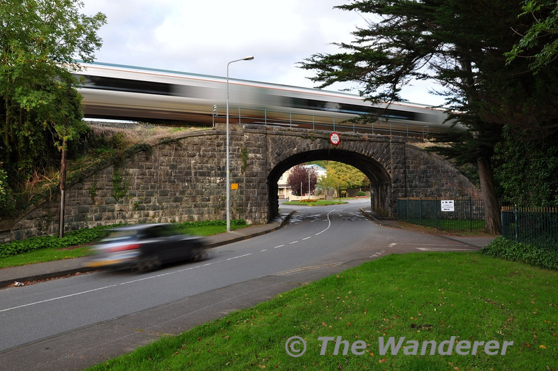 22016 crosses Whitebridge as it departs Killarney with the 1715 Tralee - Cork. Sat 06.10.12
