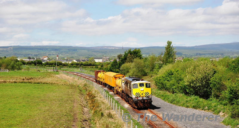 The Annual Iarnrod Eireann Weedspray campaign continues it jaunt around the network. On Wednesday 23rd May the Weedspray train operated 0836 Ennis - Portlaoise via Limerick and the Nenagh Branch. In beautiful afternoon Sun, 071 passes Borris-in-Ossory near Ballybrophy.
