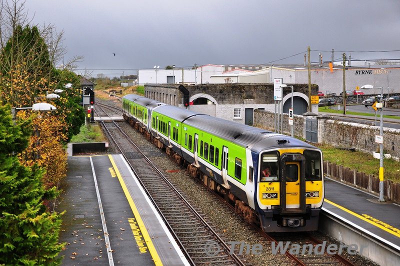 The 0620 Galway - Limerick service was delayed this morning due to a fault with 2811 + 2812.  The pair were dumped in Galway and following maintenance attention were attached to the 0940 Galway - Limerick with 2813 + 2814. The pair of units arrive at Athenry before reversal for the Western Corridor Line to Limerick. Sat 03.11.12