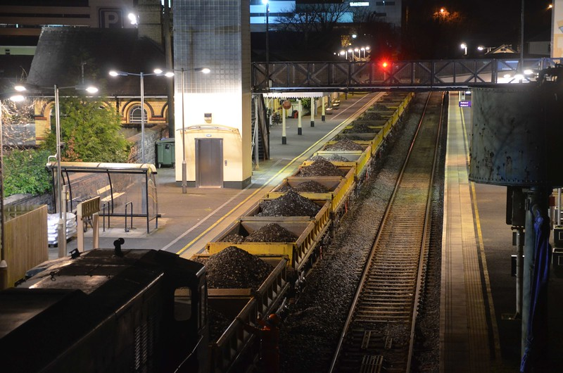 The Spoil train at Lisburn. 13 wagons just about fitted here in between crossovers to permit the run round. Thurs 22.03.17