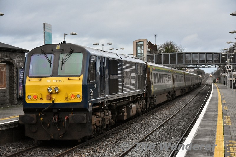 4007 leads the 1425 Cork - Heuston through Portlaoise. At the rear was Belmond Grand Hibernian liveried 216. <br /> <br /> The 201's were in the news for the wrong reasons today after 226 failed at Sallins on the 1300 Heuston - Cork. Passengers were transferred to the following 1400 to Cork with 221 being dispatched to collect the failed train and bring it to Inchicore. The return service, the 1625 Cork - Heuston was worked by 2607 + 2608 to Mallow where passengers transferred to 22027 to continue to Heuston. The 4ICR had come from Tralee on the 1505 to Mallow and would then return from Heuston to Cork later that evening to balance sets for the following day. Tues 15.01.19