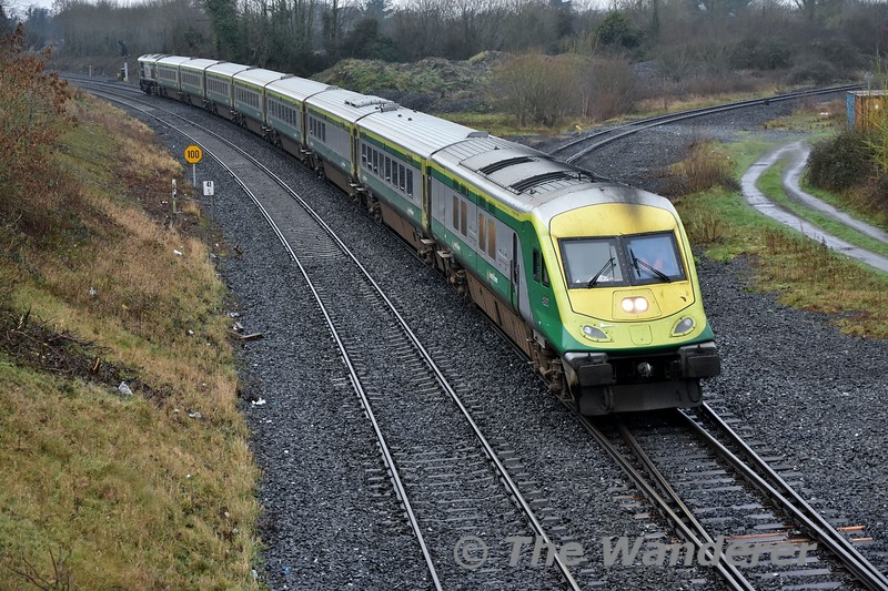 Set 4003 which was involved in the incident on Friday night was moved from Laois Train Care Depot to Inchicore for a home depot inspection before being released into traffic on the 1700 Heuston - Cork. We see the empty train passing Portarlington heading for Inchicore. Sat 19.01.19