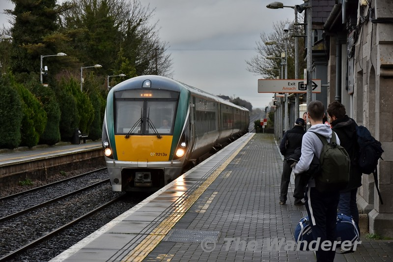 We start off the 2019 photos with an image of 22040 arriving at Portlaoise with the 1400 Heuston - Cork. Wed 02.01.19