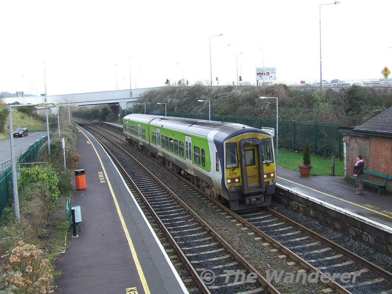 2712 + 2711 arrive at Little Island working the 1130 Cobh - Mallow. Thurs 28.12.06