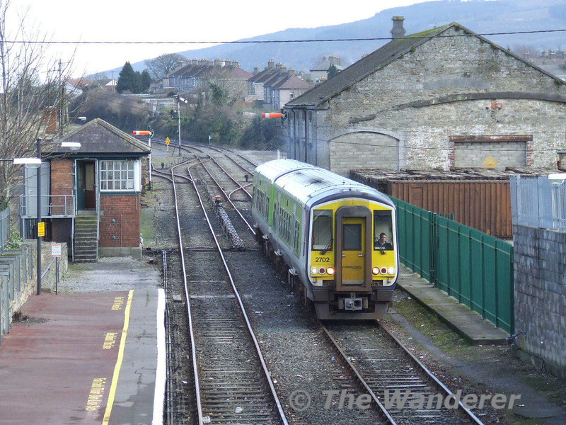 2701 + 2702 pass Clonmel signal cabin with the 1230 Waterford - Limerick Junction. Wed 11.02.09
