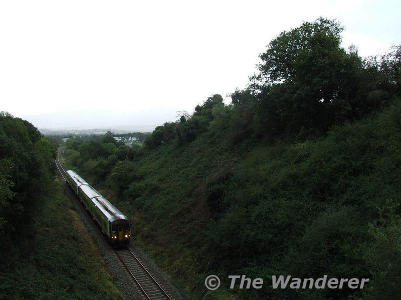2700's No. 2703 + 2704 + 2707 + 2708 climb Madam's Hill outside Killarney with the 1210 Cork - Tralee. Sun 23.09.07