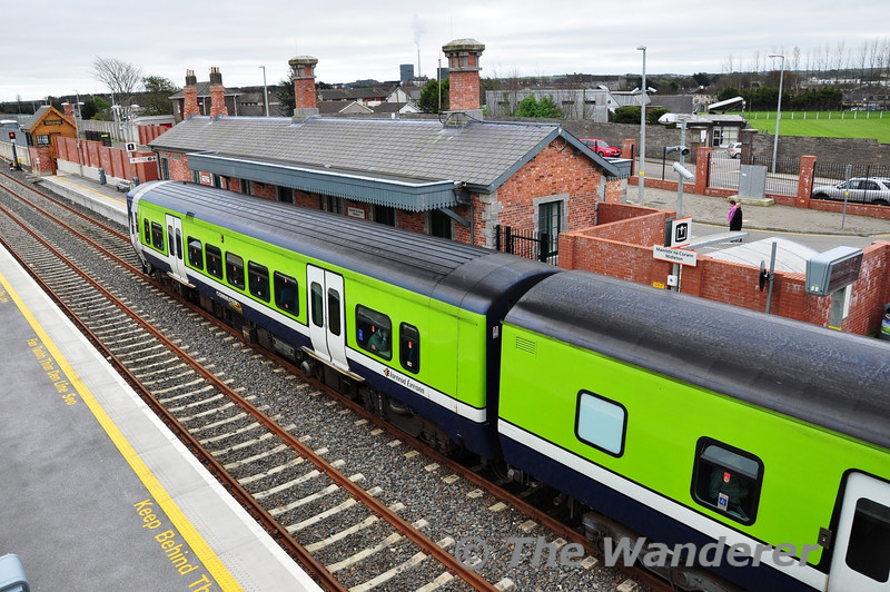 A photo of 2716 and 2609 showing the different profiles between the two classes. Sat 10.03.12
